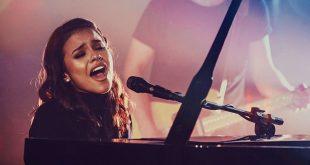 Julia Vitória lança primeira música autoral após viralizar na internet