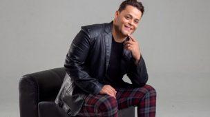 """Robinson Monteiro apresenta a canção """"Sala do Trono"""""""
